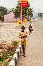 ANGOLA RENACE: Andando por la vida