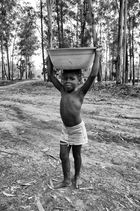 ANGOLA RENACE: La carga diaria