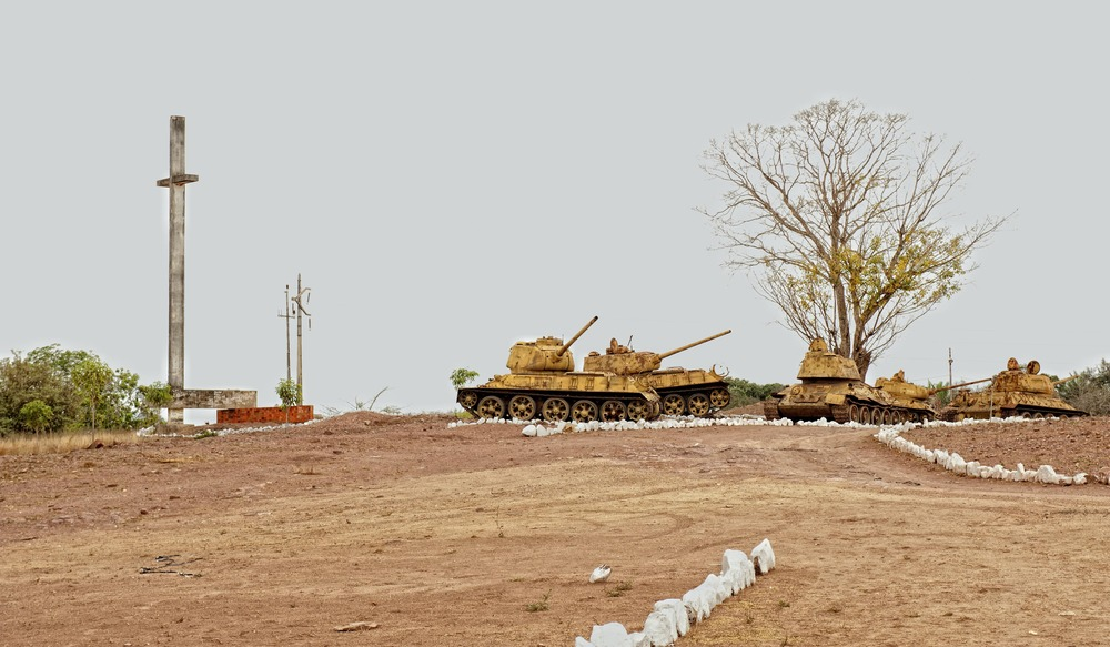 ANGOLA RENACE: Maldita guerra, siempre MALDITA