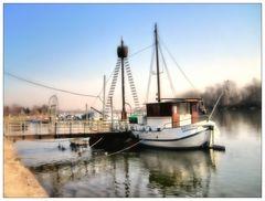 Anlegestelle in der Winkeler Bucht am Rhein