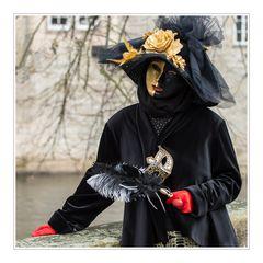 Anmut (oder nur Maske?)