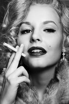Anna goes Marilyn