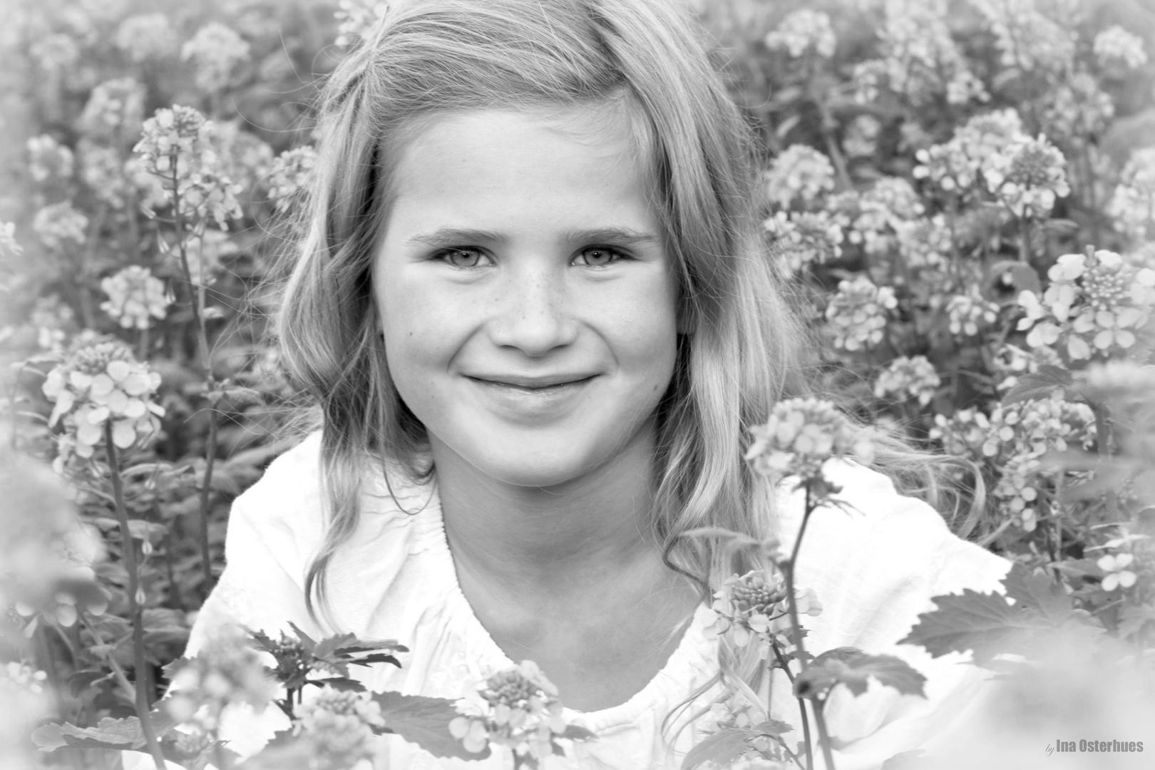 Anna im Rapsfeld