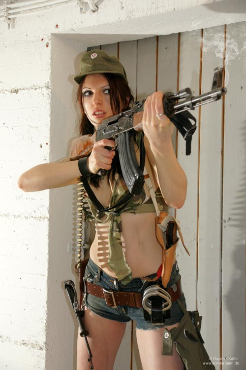 Anna Kalaschnikowa AK-47