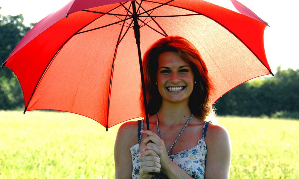 Anna mit Schirm dunkler