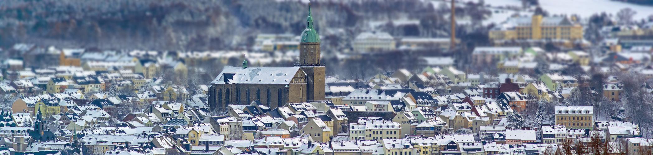 Annaberg mit Annenkirche im Schnee