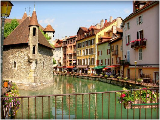 ANNECY - 8 -