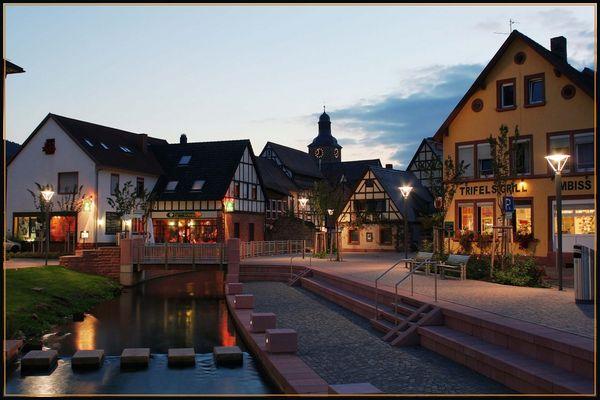 Annweiler bei Nacht