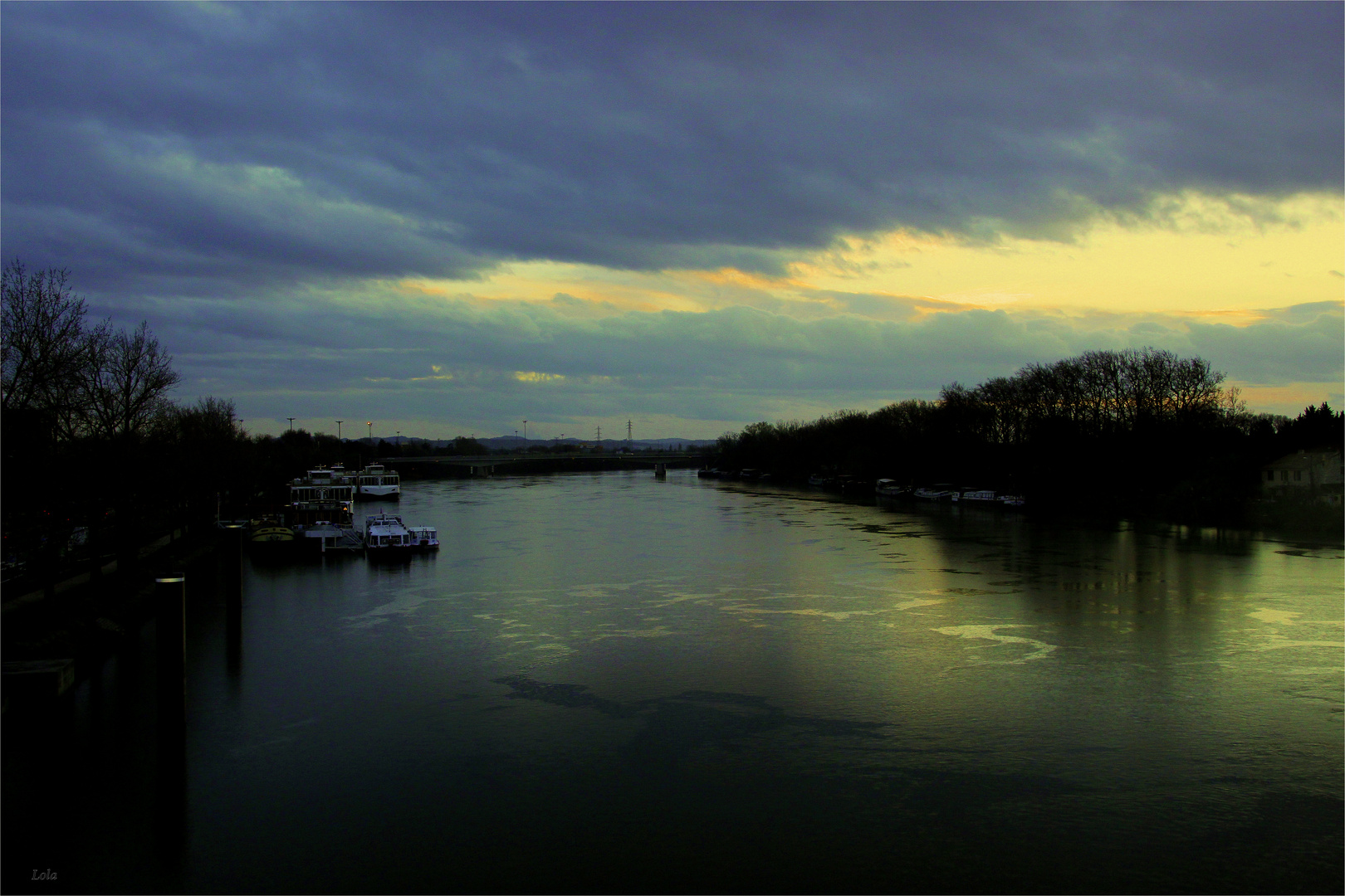 ...anochece en el Rhône...