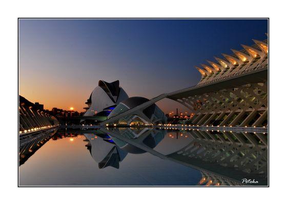 Anochecer en la Ciudad de las Ciencias y las Artes (Valencia)