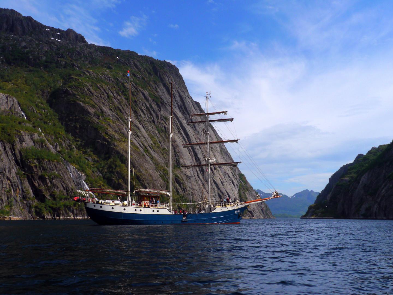 ANTIGUA - Einfahrt in den Trollfjord
