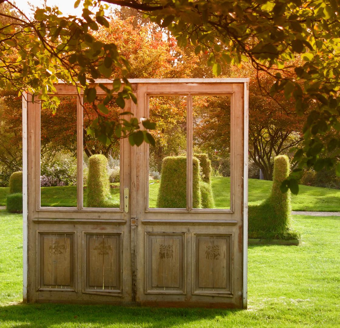 Antikes Tor im Park der Gärten