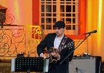 Antonio Banderas an der Gitarre
