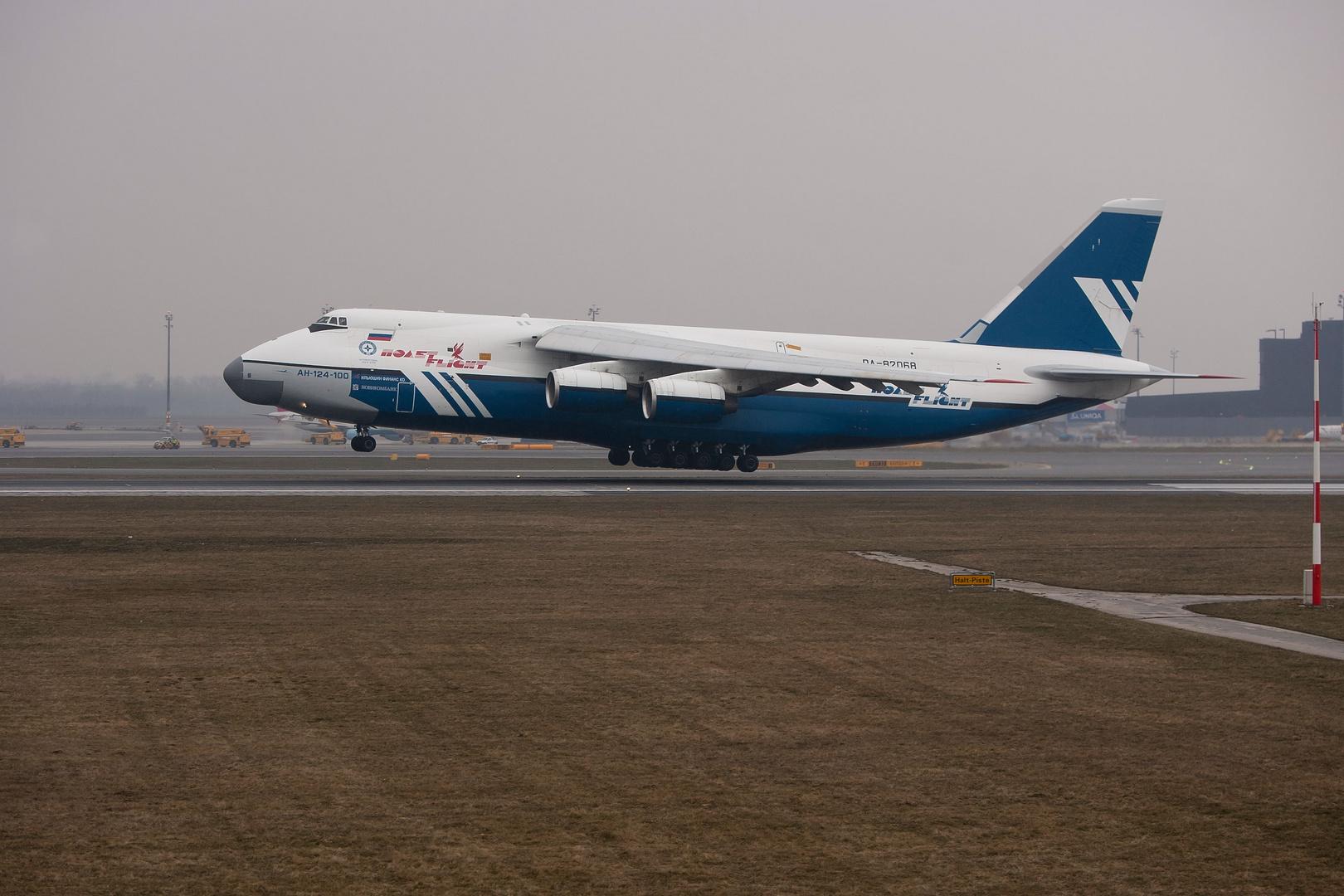 Antonov 124-100...