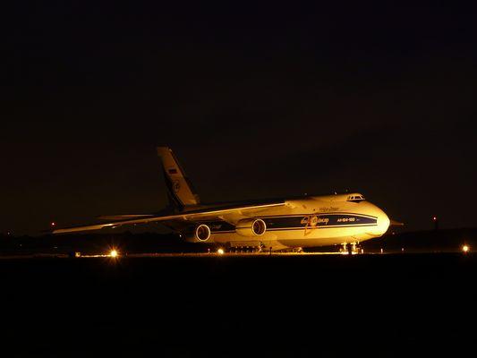 Antonov 124 am frühen Morgen