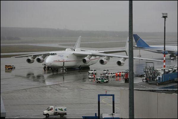 Antonov 225 vor dem Start