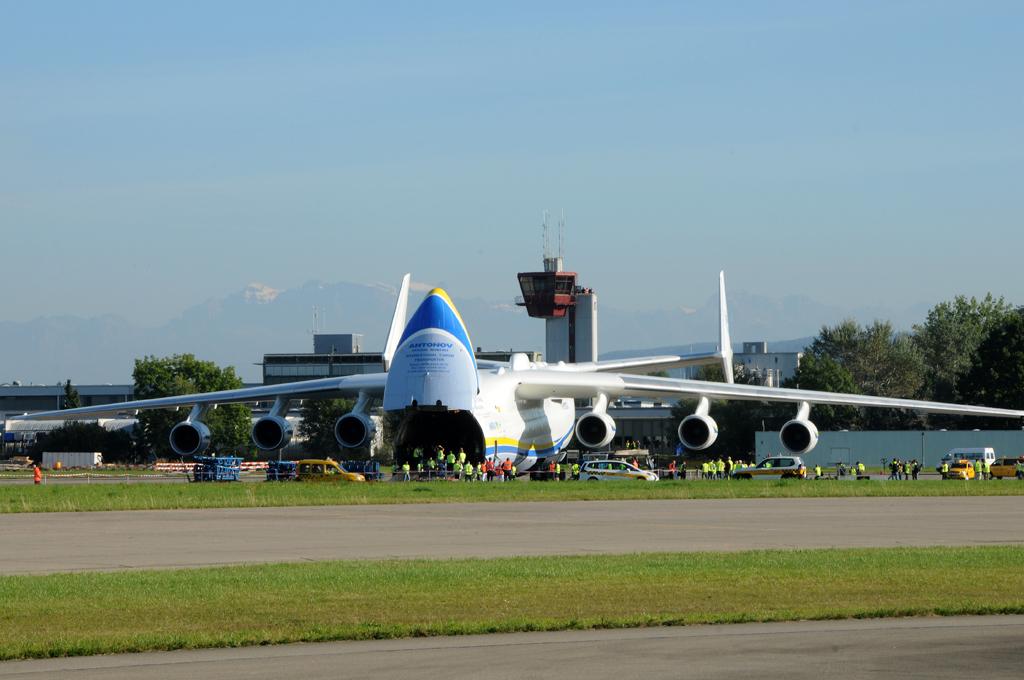 Antonov AN 225 *