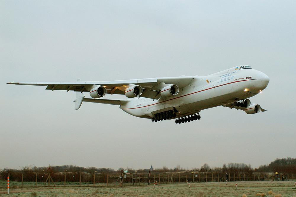 Antonov AN225 im Landeanflug