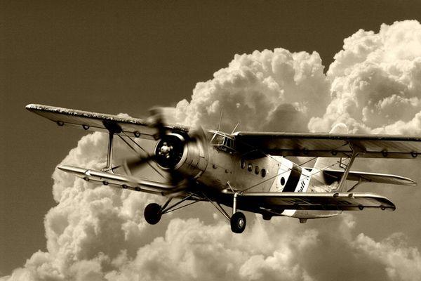Antonov über den Wolken