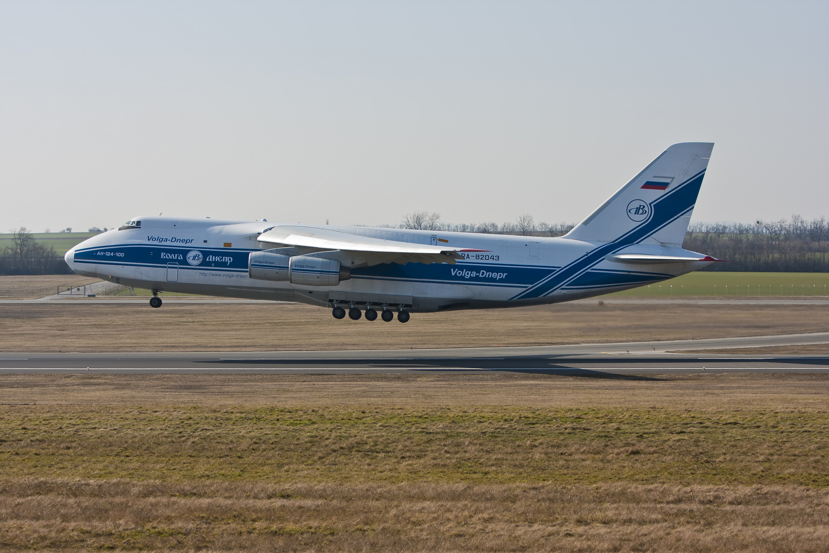 antonov124-100 Volga-Dnepr Airlines ...