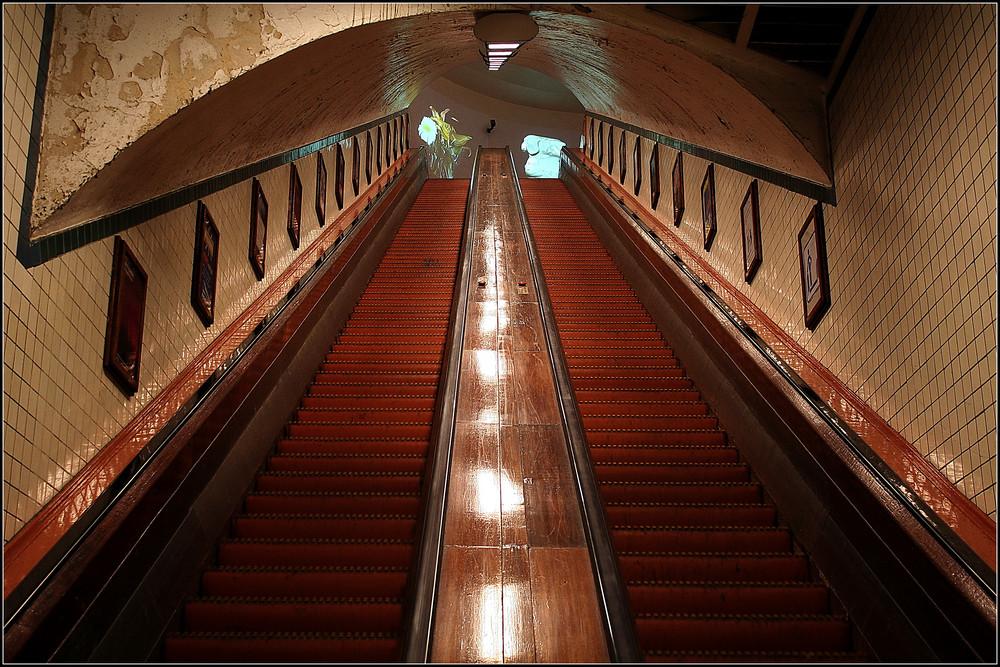 Antwerpen St-Anna-Tunnel Holzrolltreppe
