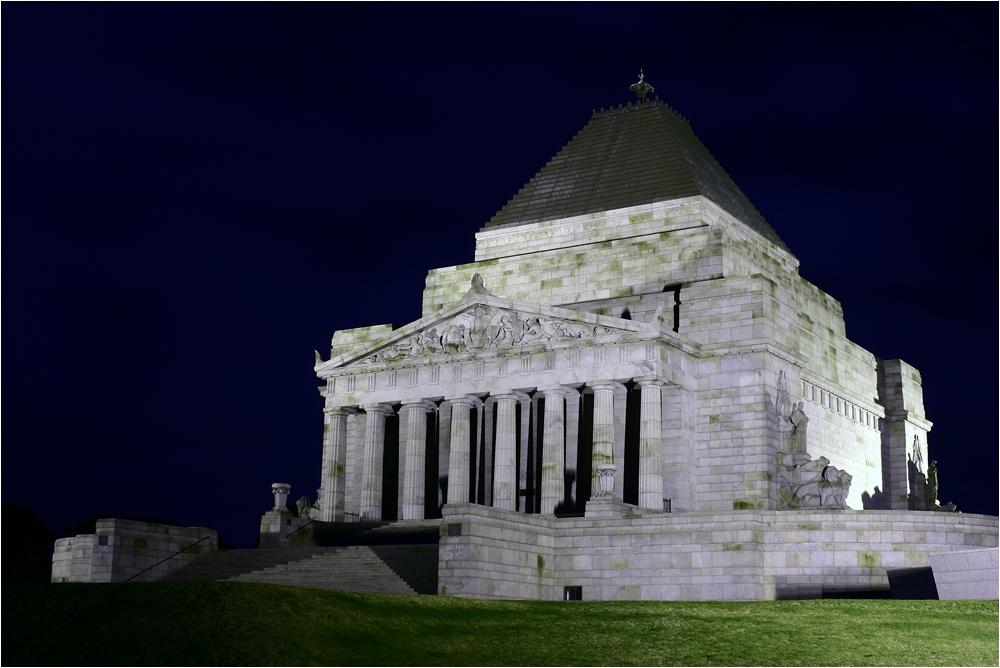 ANZAC-Denkmal bei Nacht