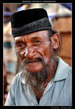 Anziano notabile di un villaggio sull'Isola di Komodo - Indonesia