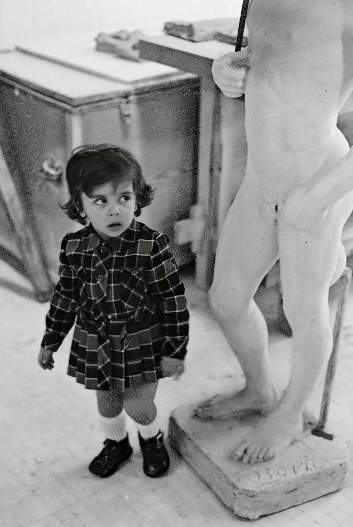 AÑO 1.963 - LA CURIOSIDAD FEMENINA