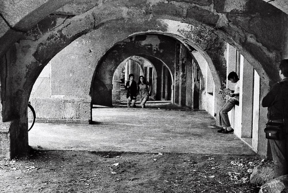 Año 1.969. Soportales de Muros (A Coruña)
