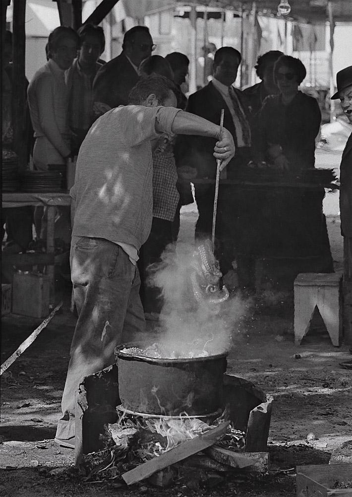 Año 1.970- Cociendo el pulpo.Ferias y fiestas de San Froilan.Lugo