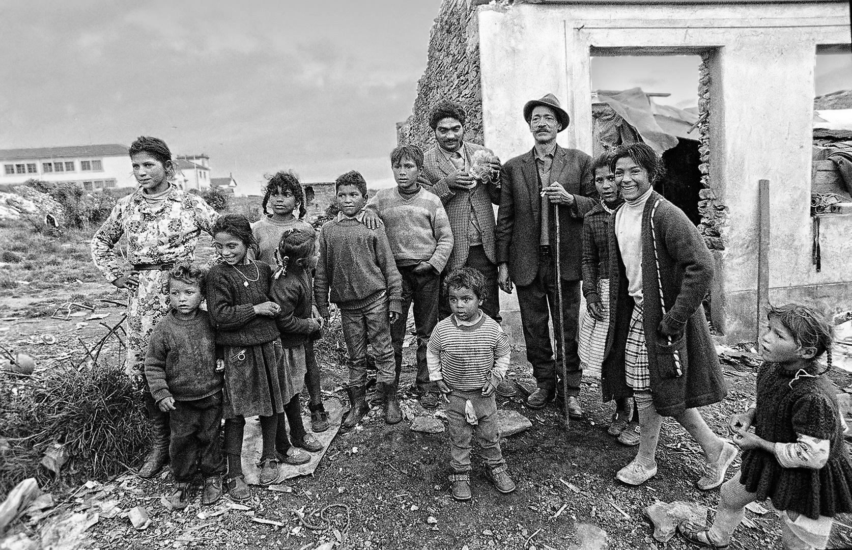 Año 1.974 - FAMILIA GITANA CON SU PATRIARCA