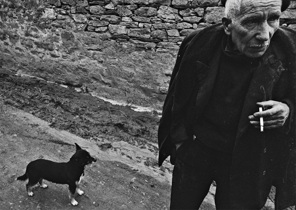 Año 1.974-Hombre con perro