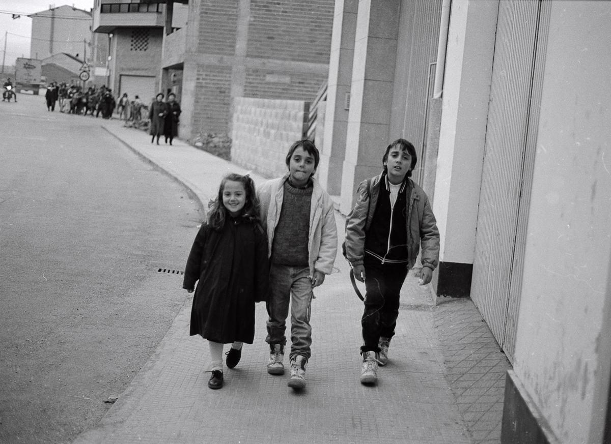 Año 1.992-A LA SALIDA DEL COLEGIO