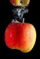 Apfel im Wasser 1