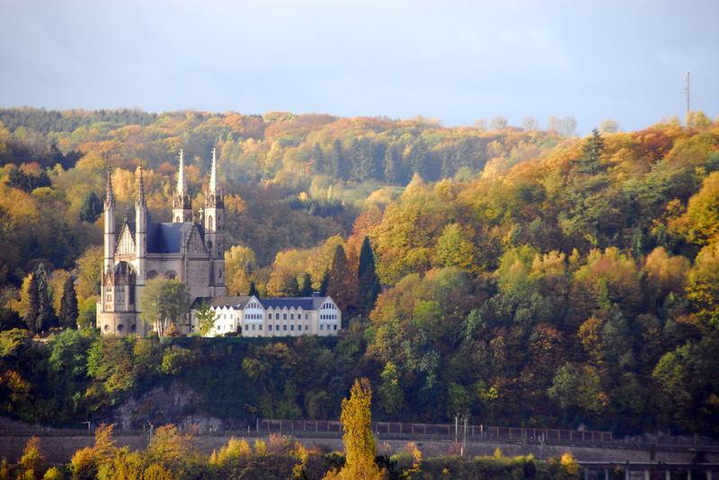 Apollinariskirche von Remagen im Herbst