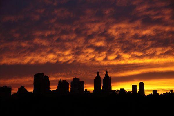 Appartmenthäuser am Central Park bei Sonnenuntergang