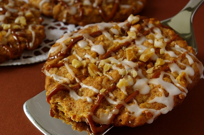 Apple and Spice Pizza Cookies