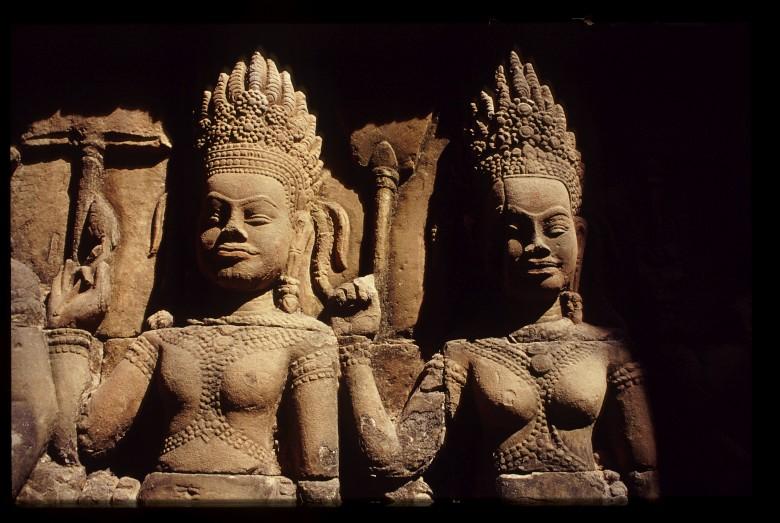 Apsaras unterhalb der Terasse des Leprakönigs