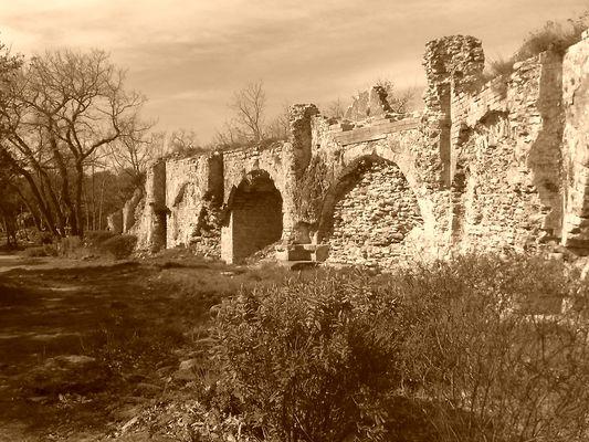 Aqueduc en ruine