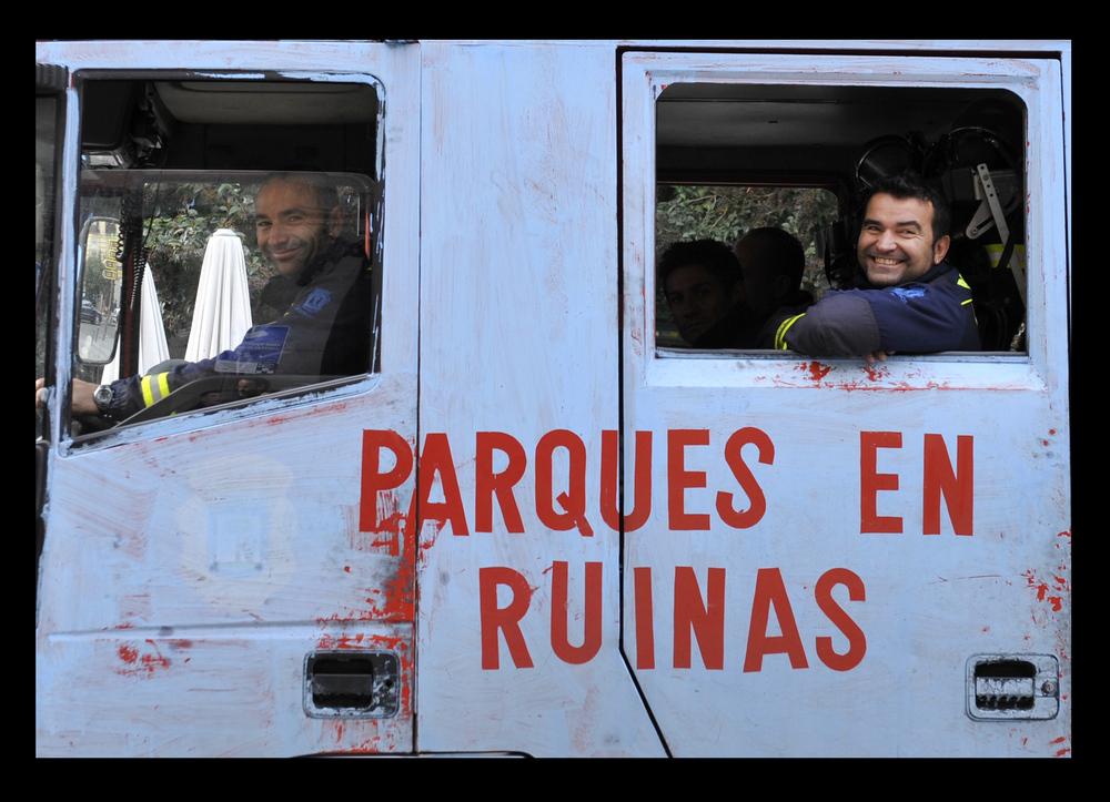 AQUI TODO ESTA EN RUINAS HASTA LOS PARQUES.