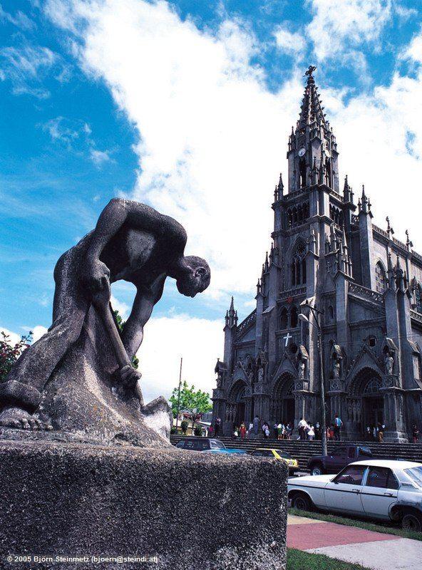 Arbeiter vor Kirche