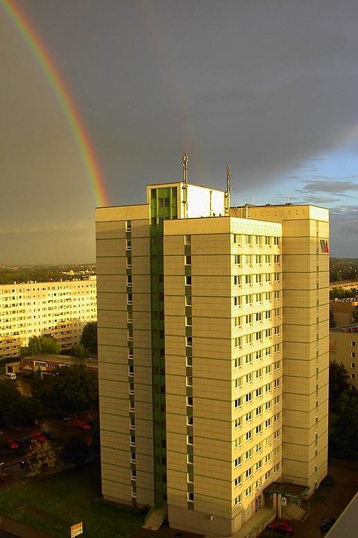 Arbeiterschließfach mit doppeltem Regenbogen