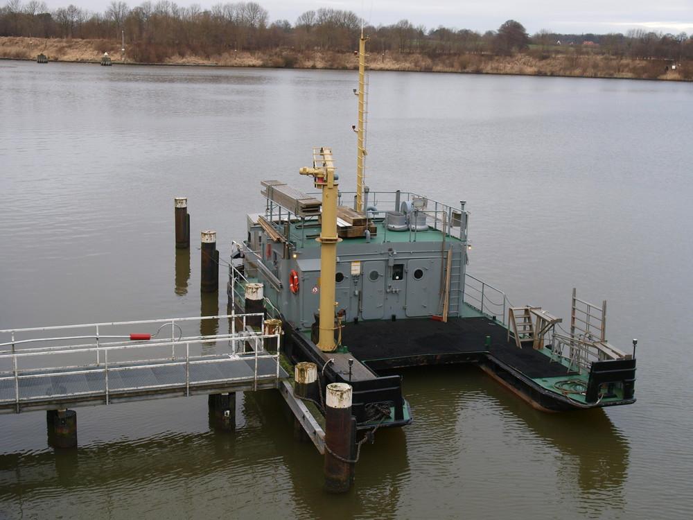 Arbeitsschiff Kiel-Holtenau auf dem Nord-Ostsee-Kanal.