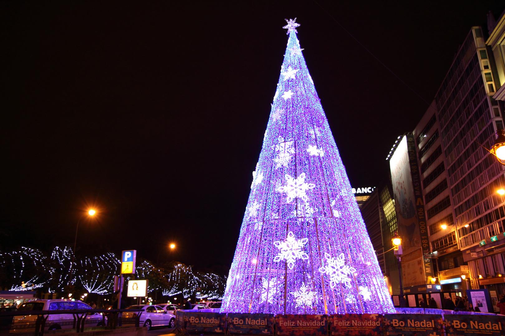 Arbol de Navidad moderno (Obelisco, A Coruña)
