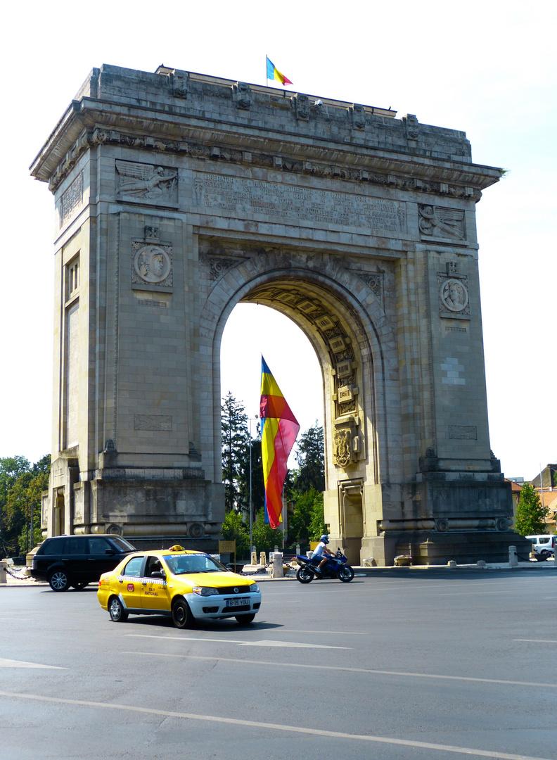 Arc de Triomphe ...
