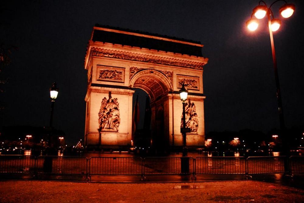 Arc de Triomphe in der Frühe
