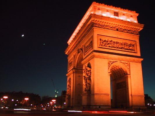 Arc de Triomphe mit Mond und Venus