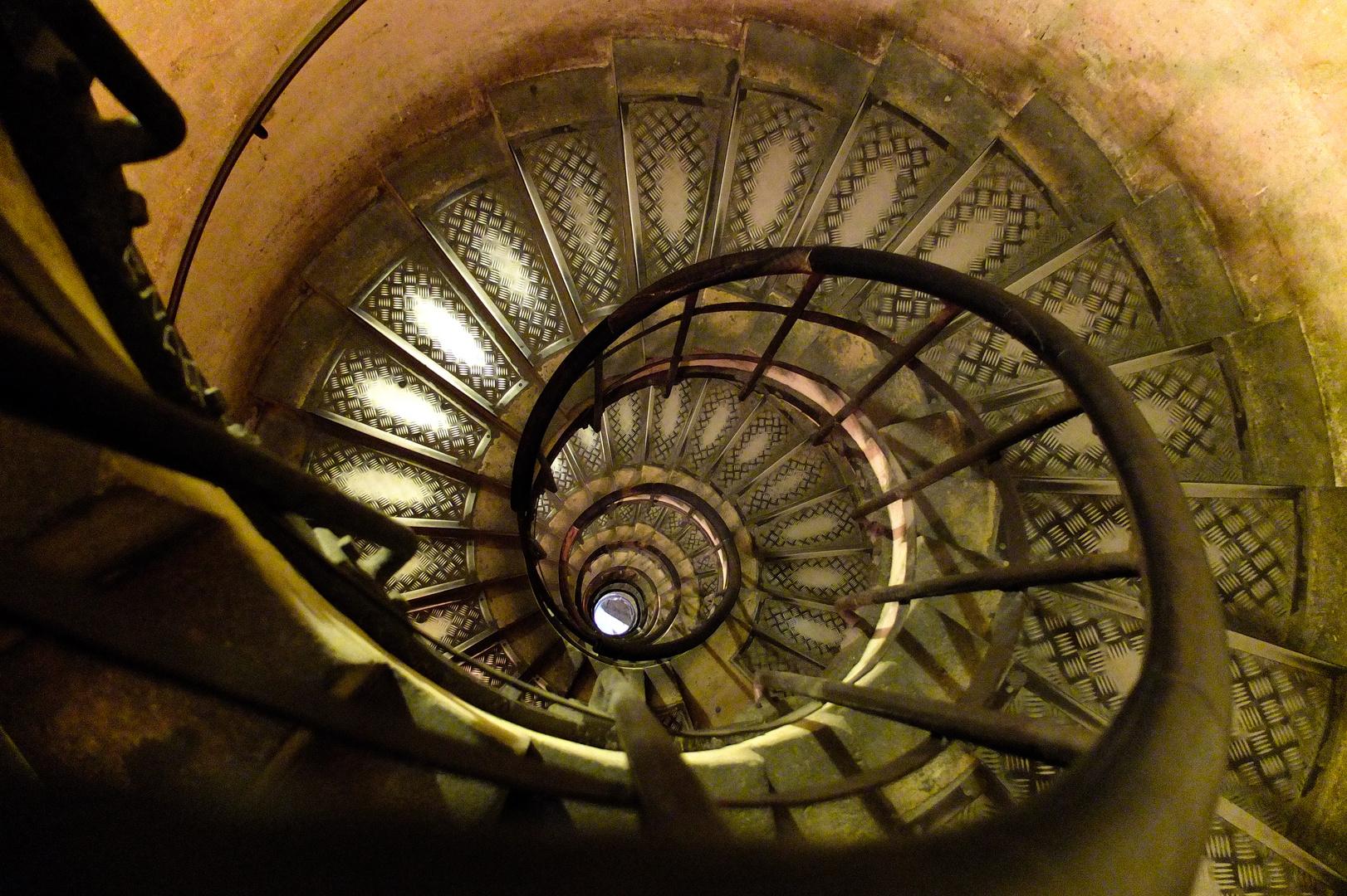 Arc de Triomphe, Treppe zur Ausichtsplattform.