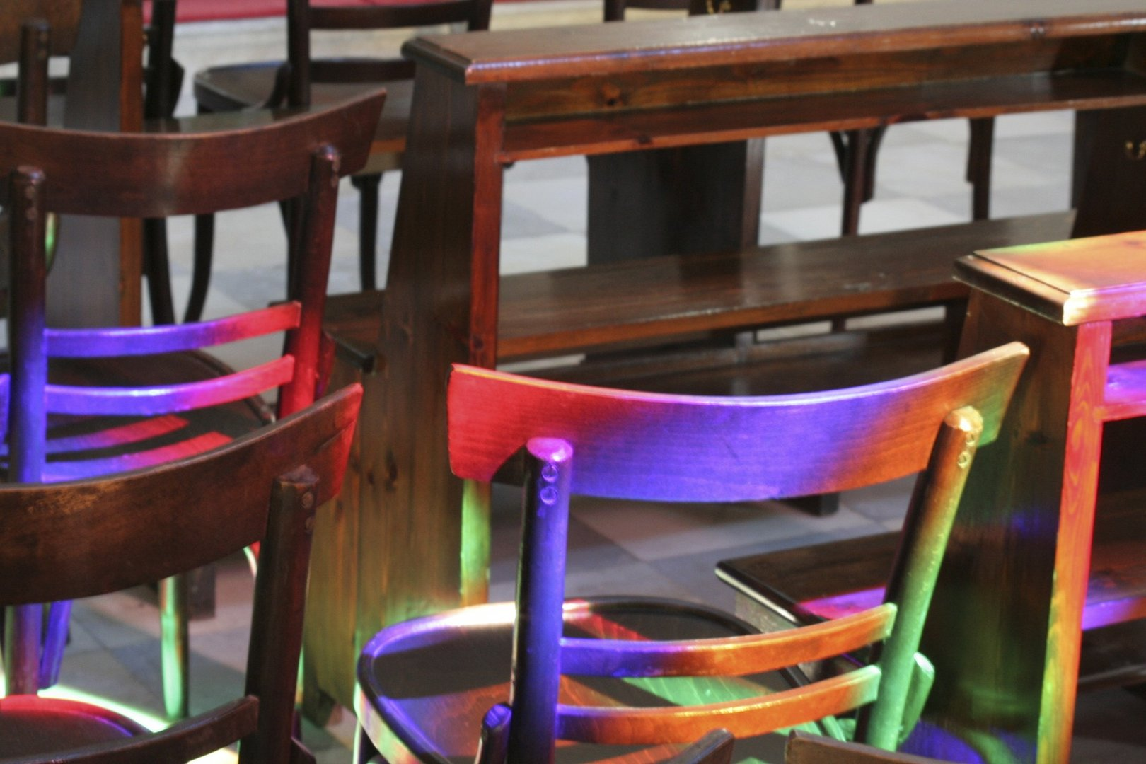 Arc-en-chaise