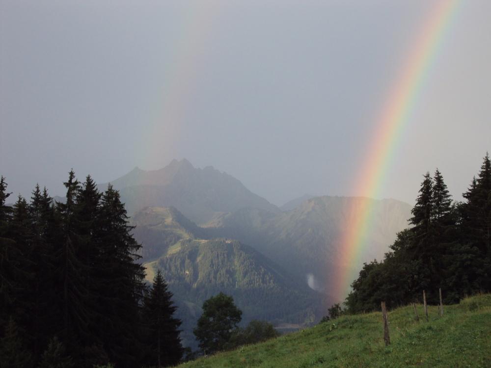 arc en ciel en montagne
